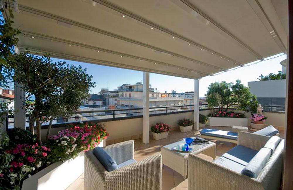 Pergolas para terrazas de aticos cheap prgolas de estilo de solisysteme with pergolas para - Pergola terraza atico ...